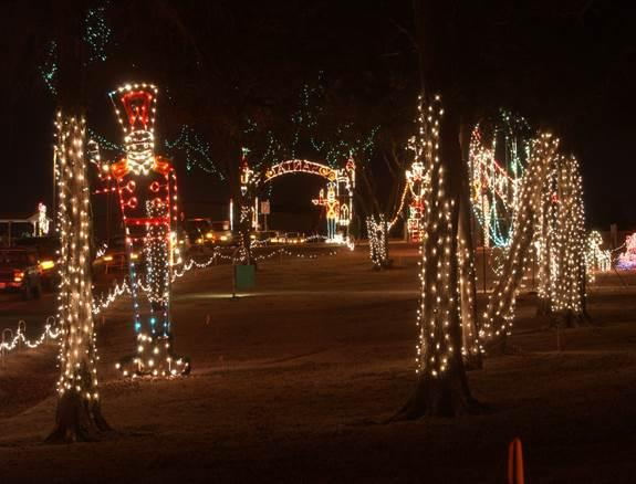 Midwest City Christmas Lights 2021